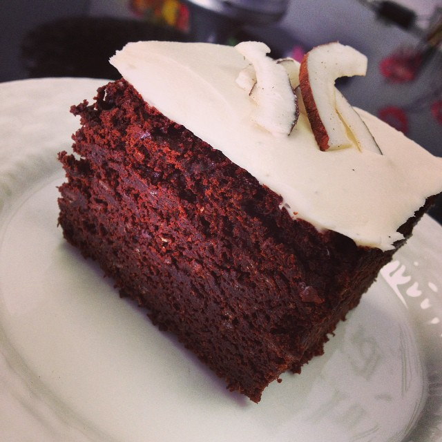 Loving the coconut lately!! Today we have a chocolate brownie with vanilla bean coconut frosting #glutenfree #vegan #dairyfree #chocolate #coconut #wheatfree #plantprotein @veganfoodspot @veganfoodlovers