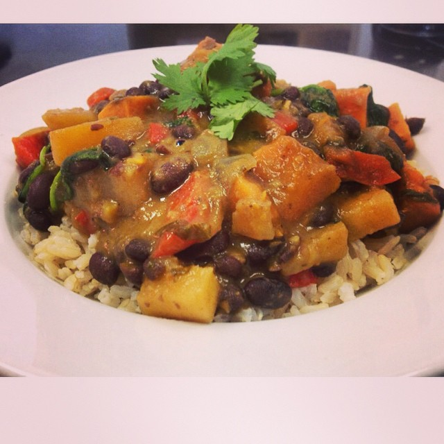 Main dish of the day: Caribbean stew with pineapple, mangoes, plantains, black beans, spinach, bell peppers and sweet potatoes simmered in a fragrant coconut spiced broth #glutenfree #vegan #soyfree #caribbean #plantbased #plantprotein #healthyingredients #healthy #fresh #stew #whatveganseat #mtl #514