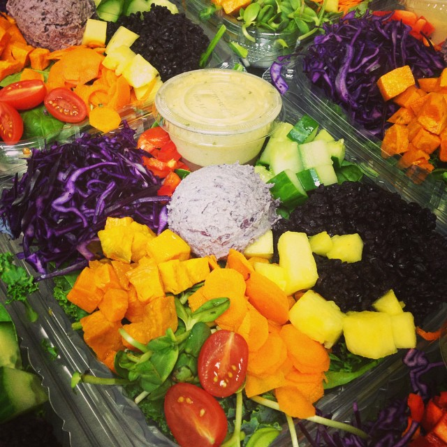 Our southern salad bowl with black bean hummus and lime coconut dressing #glutenfree #vegan #plantbased #plantprotein #wheatfree #wholegrain #healthy #salads #fresh #mtl #514 available today in store and @rejuicenutrition