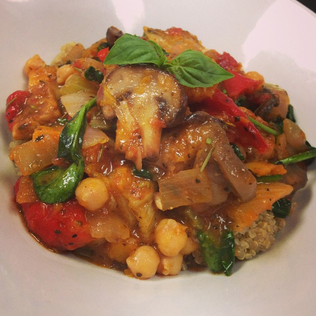 Main dish of the day: italian tempeh and chickpea stew with roasted bell peppers, fennel, squash, mushrooms and spinach served over quinoa #glutenfree #vegan #plantbased #quinoa #wheatfree #wholegrain #tempeh @gogoquinoa @veganfoodlovers @veganfoodshare