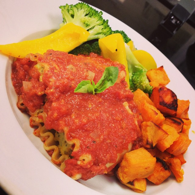 We've been cooking up a storm so you could get your Saturday fix! Today's main dish: spinach tofu ricotta manicotti with a side of roasted sweet potatoes, broccoli and bell peppers #wholegrain #wheatfree #whatveganseat #glutenfree #vegan #dairyfree #brownricepasta #veganmanicotti @allaboutveganfood @veganfoodshare @veganfoodlovers