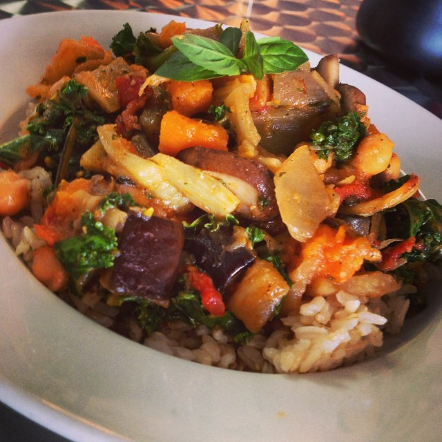 Italian stew with roasted fennel, kale, portobello mushrooms, eggplant and sweet potato simmered in a tomato herb broth served over brown rice #glutenfree #vegan #plantbased #plantprotein #wheatfree #wholegrain #veganitalian