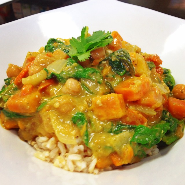 Thai green curry in store today with roasted sweet potatoes, mangoes, peppers, spinach and chickpeas simmered in a thai basil coconut broth #glutenfree #vegan #dairyfree #healthy #veganthaicurry #wheatfree #wholegrain #mtl #veganfoodshare #whatveganseat @allaboutveganfood @veganfoodlovers @veganfoodspot @veganfoodshare