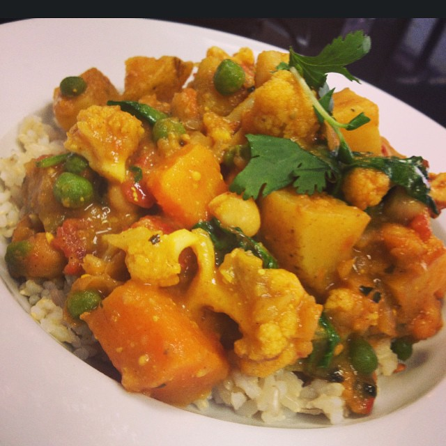 One of the dishes you can find in store today is a North Indian chickpeas curry with roasted eggplant, cauliflower, squash, green peas and spinach served over brown rice #glutenfree #vegan #soyfree #healthy #indianvegan #wheatfree #wholegrain