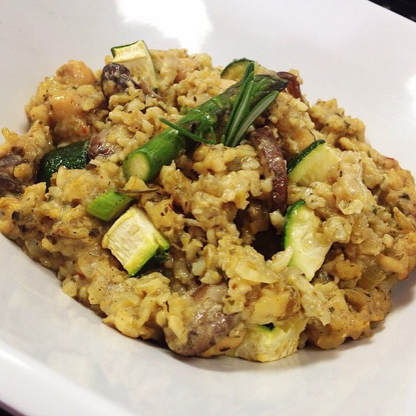 Brown rice risotto with asparagus, wild mushrooms, zucchini, sundries tomatoes and chickpeas #glutenfree #vegan #soyfree #wholegrain #wheatfree #brownricerisotto #healthy #fresh