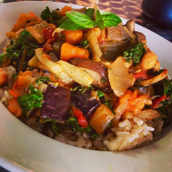 Serving up an Italian tempeh stew with roasted celery root, bell pepperS, sundries tomatoes, chickpeas, zucchini and kale served over brown rice #glutenfree #vegan #wheatfree #wholegrain #plantprotein #plantbased #healthy