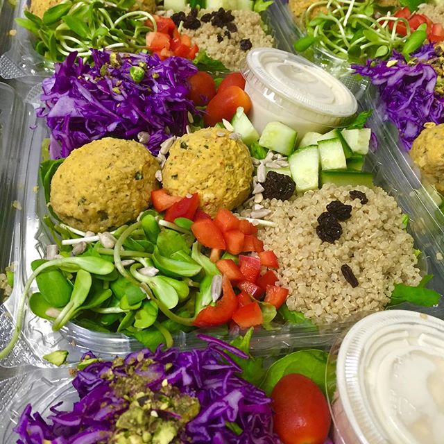 The middle eastern salad bowl with 2 sweet potato falafel croquettes and lemon tahini dressing, what's your favourite Veganessa Salad? #glutenfree #vegan #soyfree #wheatfree #wholegrain #salads #fresh #healthy #hearthealthyfood
