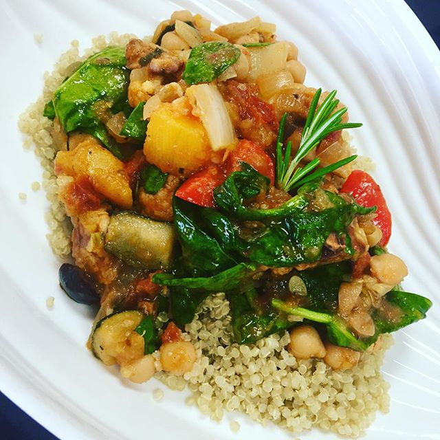 Italian tempeh ragout with roasted squash, zucchini, cauliflower, chickpeas, sundries tomatoes and spinach served over quinoa #glutenfree #vegan #plantprotein #plantbased #plantbasednutrition #healthy #veganitalian
