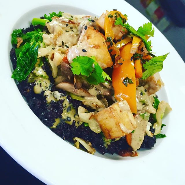 Main dish of the day is an oriental sauté with black rice, kale, edamame, cabbage, portobello mushrooms, carrots and bell peppers with sautéed garlic ginger tofu and covered with a coconut almond sauce #glutenfree #vegan #dairyfree #wheatfree #wholegrain #plantprotein #plantbasednutrition #plantbased #healthyingredients #healthy #fresh @veganfoodlovers @veganfoodshare @allaboutveganfood @veganfoodspot @veganfamilyrecipes