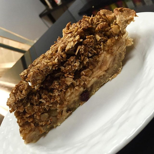 Apple crumble pie aujourdhui #glutenfree #vegan #wheatfree #wholegrain #soyfree #norefinedsugars #norefinedflours