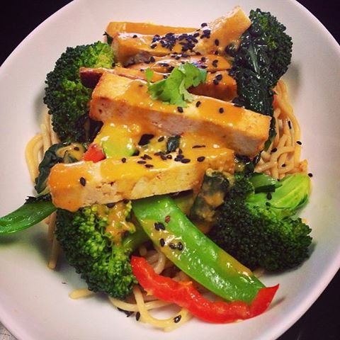 Main dish of the day: oriental peanut sauté with brown rice noodles, sautéed vegetables and guilt free creamy peanut sauce #glutenfree #vegan #dairyfree #veganstirfry #glutenfreestirfry @veganfoodlovers @veganfoodshare