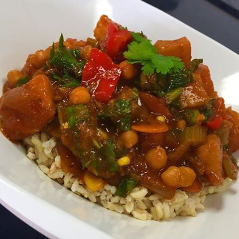 Fall chickpea and lentil chilli with pumpkin, squash, corn, spinach and bell peppers served over brown rice #glutenfree #vegan #wheatfree #wholegrain #plantbased #plantprotein #plantbasednutrition #healthy #heathylifestyle #healthyfood #healthychoices