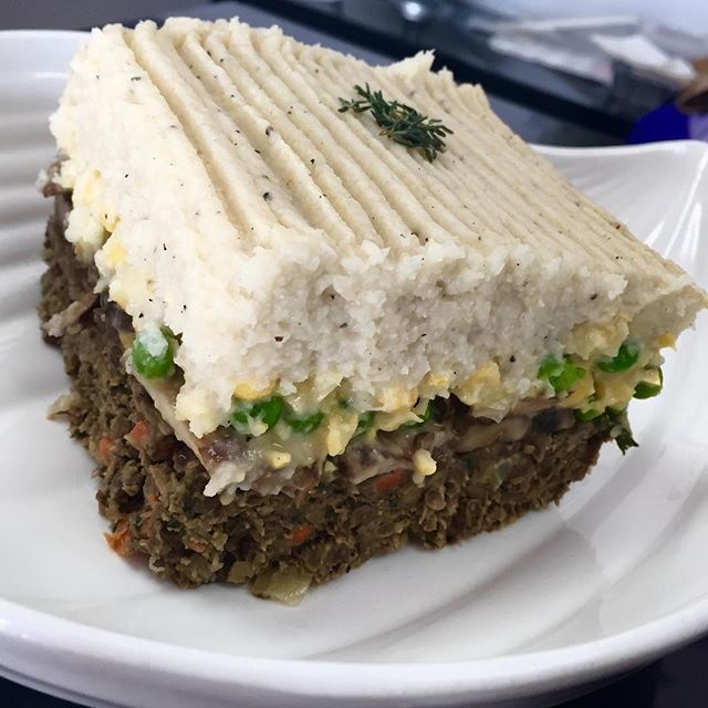 A twist on our shepherds pie today: celery root and cauliflower mash with creamed corn, peas, sautéed portobello mushrooms and meaty lentils #glutenfree #vegan #soyfree #wheatfree #wholefoods #plantbased #plantpower #plantstrong @veganfoodlovers @veganfoodshare @allaboutveganfood