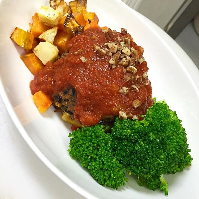 Middle eastern flavoured stuffed peppers with brown rice, chickpeas, currant raisins and roasted pecans is also on the menu