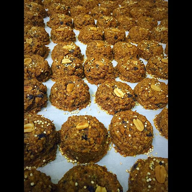 Come by the GoGo Quinoa stand at the Expo Manger Sante today and all weekend long to taste our new peanut butter chocolate quinoa cookies @expomangersante @gogoquinoa #quinoa #vegancookies #glutenfreecookies #quinoacookies #plantbased #wheatfree #wholegrain #peanutbutter