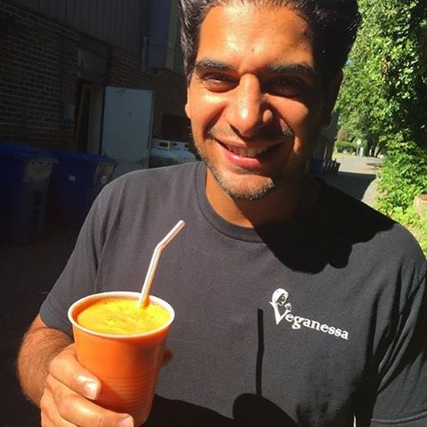 Cheers! Happy Thursday y'all, we got lots of deliciousness to keep you healthy #glutenfree #vegan #healthy #handsomehubby #514 #mtl #chefveganessa