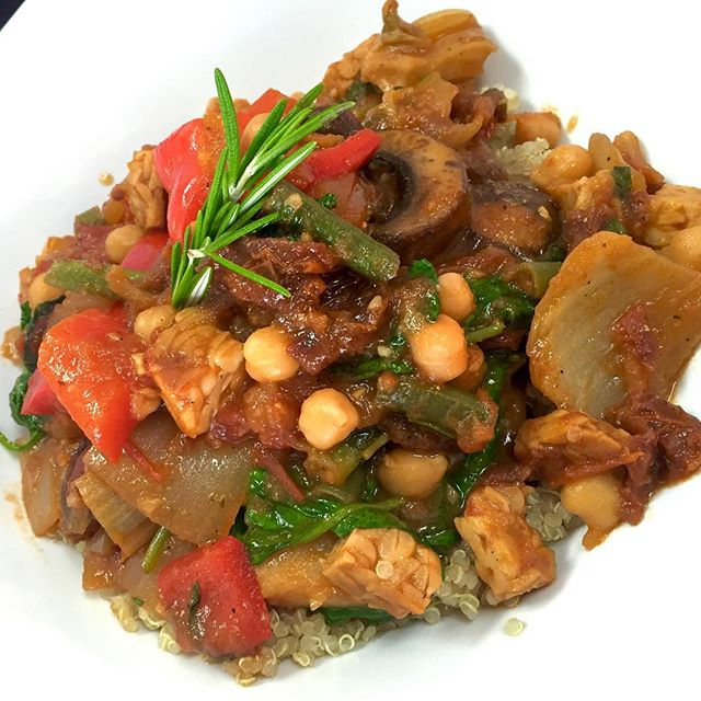 Serving up an Italian stew today with roasted fennel, tempeh, chickpeas, bell peppers, spinach, portobello mushrooms , string beans and Yukon potatoes simmered in a fragrant tomato broth served over quinoa #glutenfree #vegan #wheatfree #plantbased #veganstew #italianvegan #plantpower #plantprotein