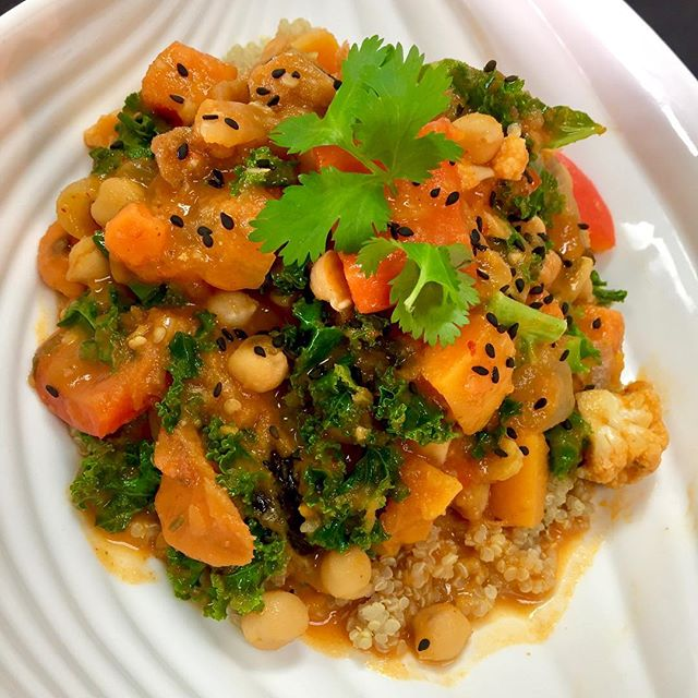 Serving up a Thai red curry today with roasted cauliflower, bell peppers, roasted squash, eggplant, chickpeas, sweet potatoes and kale simmered in a spiced almond and tomato broth. Available in store, Avotre Sante In Westmount and at Biotope in Vaudreuil. #glutenfree #vegan #soyfree #cleaneating #plantstrong #plantprotein #wheatfree #wholegrain