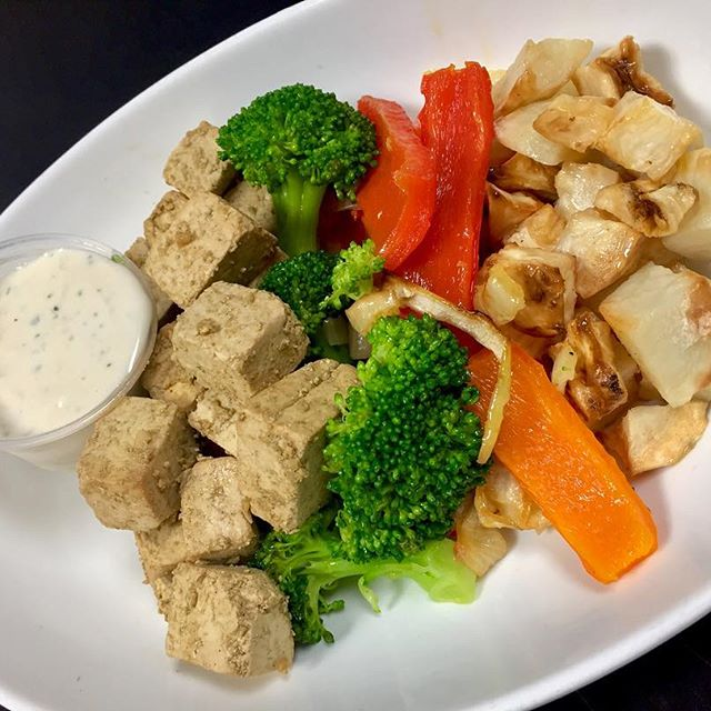 Tofu Greek kabob plate with tzatziki sauce, roasted celery root and Yukon potatoes with steamed broccoli and roasted bell peppers  #glutenfree #vegan #plantbased #plantbaseddiet #plantprotein #mtlvegan