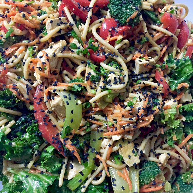 Perfect dinner salad with brown rice noodles, sautéed veggies and ginger sesame dressing #glutenfree #vegan #plantbased #wheatfree #cleaneating
