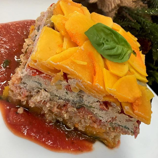 Yum! Is it lunchtime yet? Because I can't wait to eat this eggplant casserole with layered scalloped butternut squash, roasted bell peppers, spinach, quinoa and tofu feta topped with our house tomato sauce  #glutenfree #wintercasserole #warmyourselfup #mealoftheday #plantprotein #cleaneating #chefveganessa #mtlvegan #dairyfree