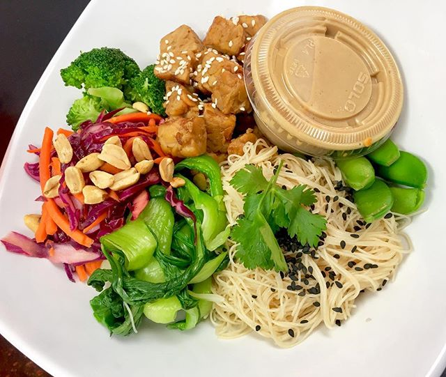 Introducing our Zen salad bowl available today with brown rice vermicelli, steamed bokchoy, broccoli and snow peas, marinated tempeh and cabbage kimchi #glutenfree #vegan #dairyfree #mealstogo #plantbased #mtlvegan #cleaneating #wheatfree #wholegrain #vegansofinstagram