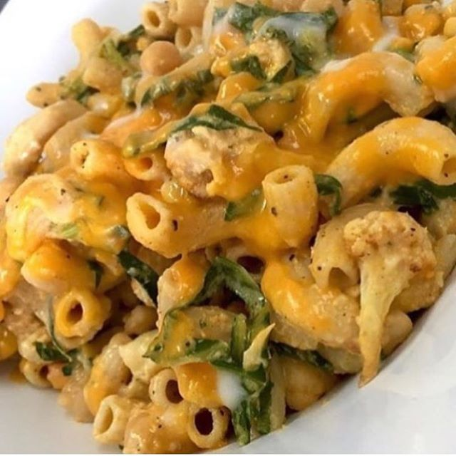 Cauliflower Mac not cheese with kale and chickpeas