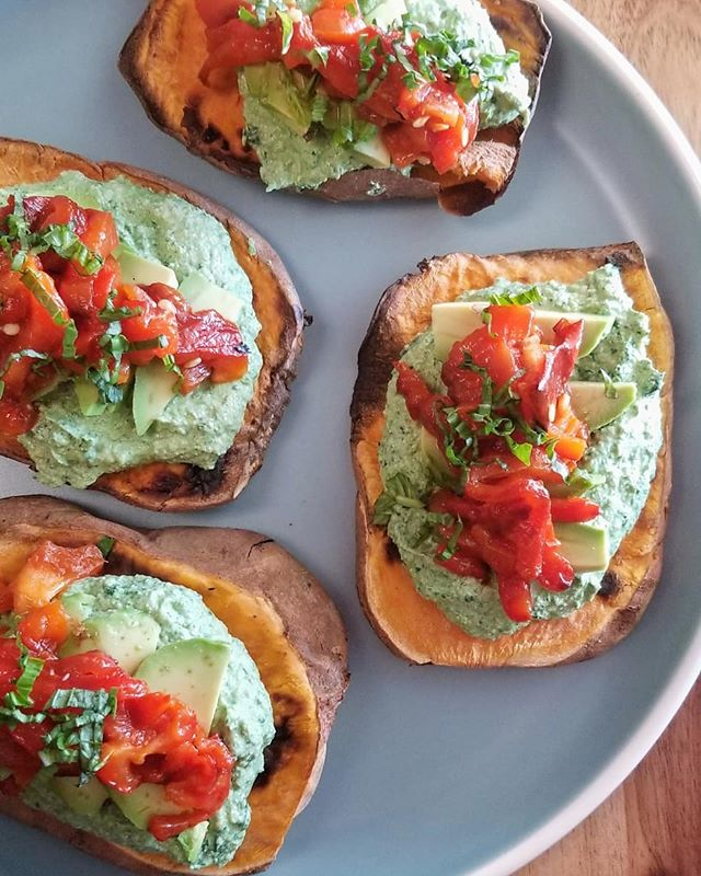 I'm really into oil free dishes! Not that we use much oil if the first place, but many of you have asked so I'm working on new stuff! We are going to add this to our Friday and Saturday menu shortly, this is a sweet potato toast with kale ricotta cream, roasted bell peppers and avocado, so so good! #nutrientdense #fuelyourself #glutenfree #vegansofinstagram #plantbaseddiet #whatveganseat #veganfoodshare #oilfreevegan #forksoverknives