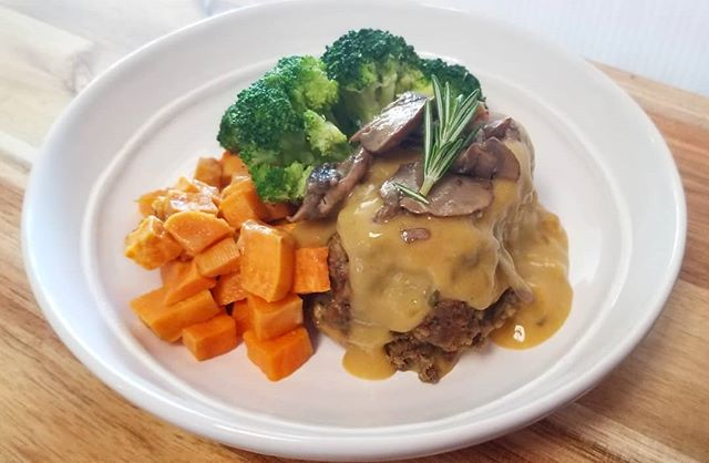Light and delicious! Lentil loaf with roasted pecans, wild mushrooms and miso gravy #notyouraveragemeal #vegan #mtlmealservice #plantbasedgoodness #mtlvegan