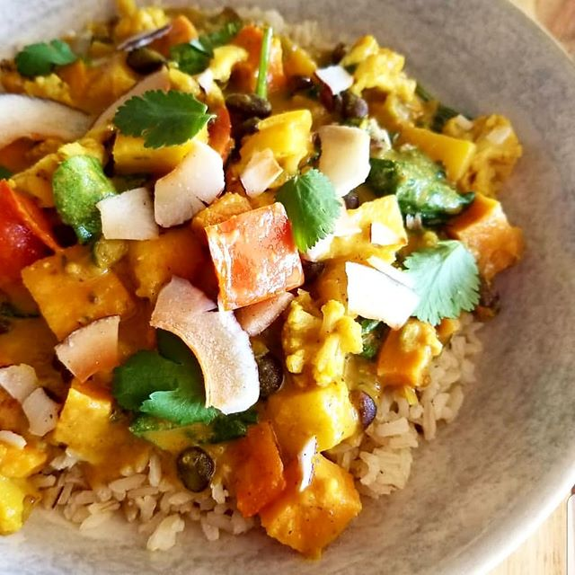 Carribean curry for lunch today! Roasted plantains, black beans, mangoes, pineapples, bell peppers and spinach simmered in a coconut spiced broth #glutenfree #vegan #plantbased #wheatfree #whatveganseat #cleaneating  #vegancurry