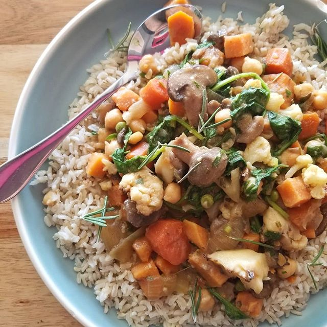 Chickpea bourguignon today! With roasted portobello mushrooms, cauliflower, spinach and root vegetables served over brown rice #glutenfree #vegan #plantbased #mtl #514