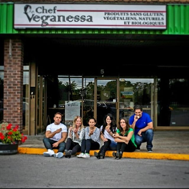 Summer is definitely gone and we will miss eating ice cream sandwiches outside with the  Veganessa family! ️️️#teamwork #teamveganessa #lovewhatyoudo #familybusiness #mtlbusiness #local #chefcrafted  @chef_joy@indieblue27 @wendytarry Photo cred @dkaade